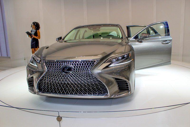 2018 Lexus LS500 front view
