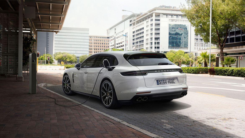 2018 Porsche Panamera Sports Turismo charging