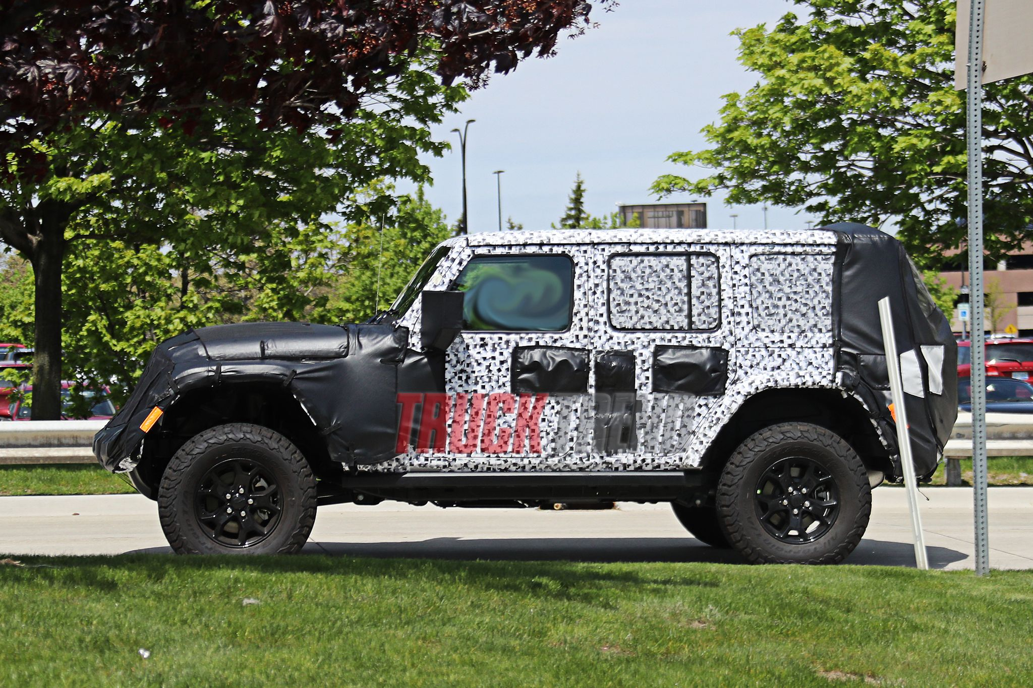 2018 Jeep JL Wrangler - SPIED! Spy Photos, Price, Release date